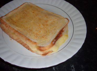 نان تست پنیری